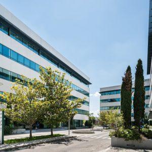 Oficinas-fachada2-Julian-Camarillo-4-cushman-Madrid