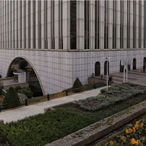 Oficinas-fachada3-Torre_Picasso-cushman-Madrid