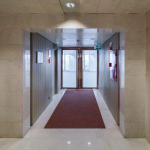 Oficinas-hall-Torre_Picasso-cushman-Madrid-e1532937664433
