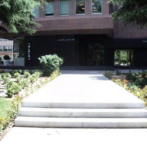 oficinas-entrada-paseodelacastellana42-cushman-madrid-scaled-1