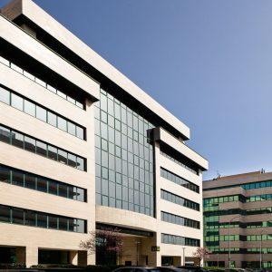 Oficinas-fachada1-Av del Sur del Aeropuerto de Barajas-cushman-Madrid