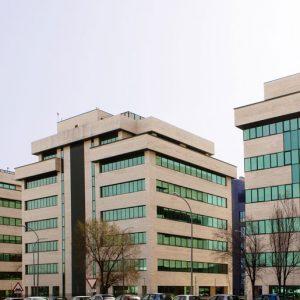 Oficinas-fachada5-Av del Sur del Aeropuerto de Barajas-cushman-Madrid