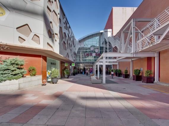 Locales en Alquiler en Centro Comercial Las Rosas