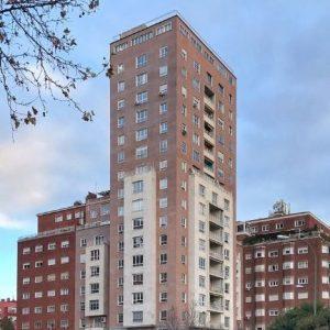Oficinas-fachada_02-Castellana-140-cushwake-Madrid