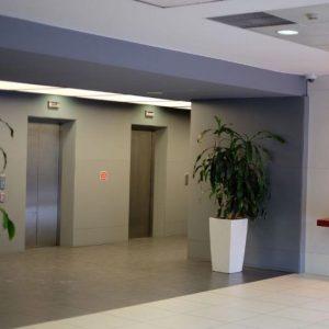 Oficinas_hall_Avenida-de-Burgos-12_cushman_Madrid-e1532946113416