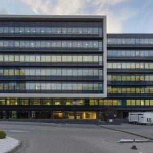 oficinas-fachada1-campodelasnaciones-cristalia7y8-cushman-madrid-1