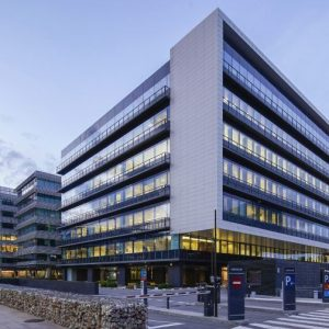 oficinas-fachada2-cristalia7y8-campodelasnaciones-cushmanandwakefield-madrid