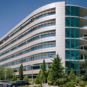 oficinas_fachada_viadelospoblados1_cushman_madrid